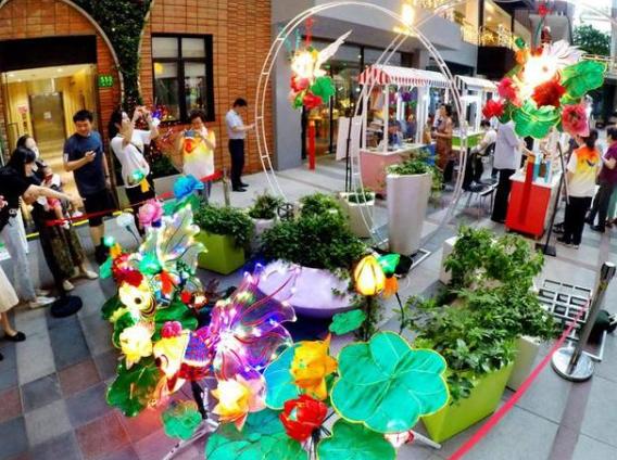 上海创意园区彩灯点亮~