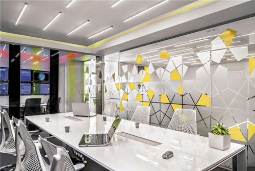 中小型办公室装修使用玻璃隔断的好处