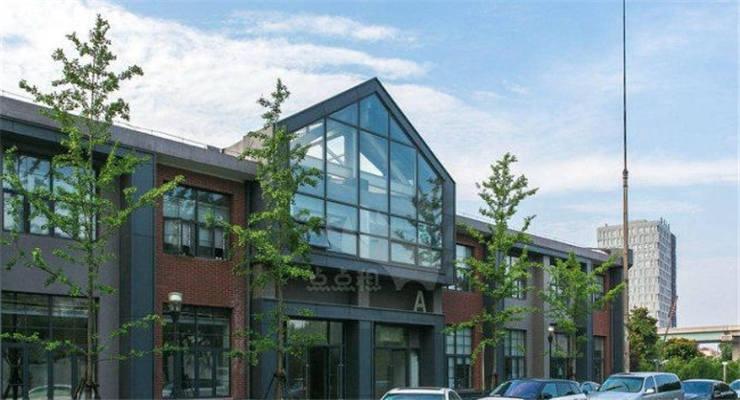 锦和商业收购锦和丝腾,打造了一个集工作、生活、休闲的创意街区。